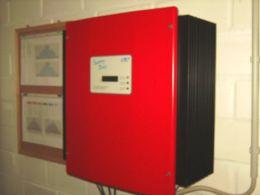 Der Wechselrichter wandelt Gleichstrom in Wechselstrom um.